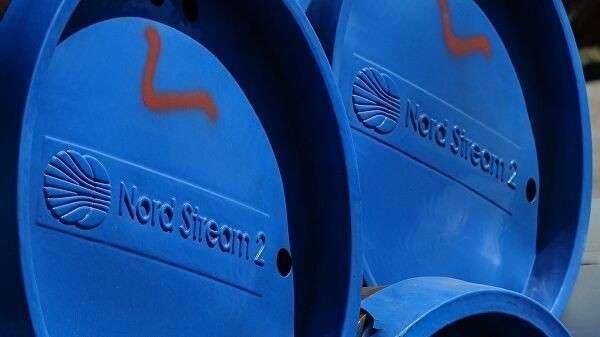 Фрагменты труб для строительства газопровода Северный поток-2 в окрестностях города Любмин