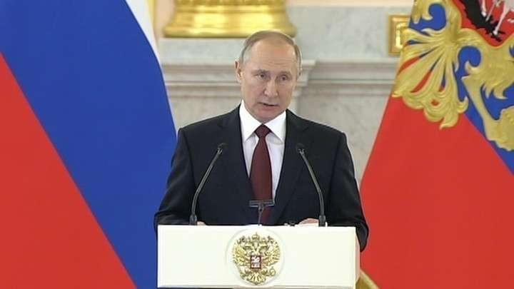 Владимир Путин – послам: человечество вновь оказалось у опасной черты