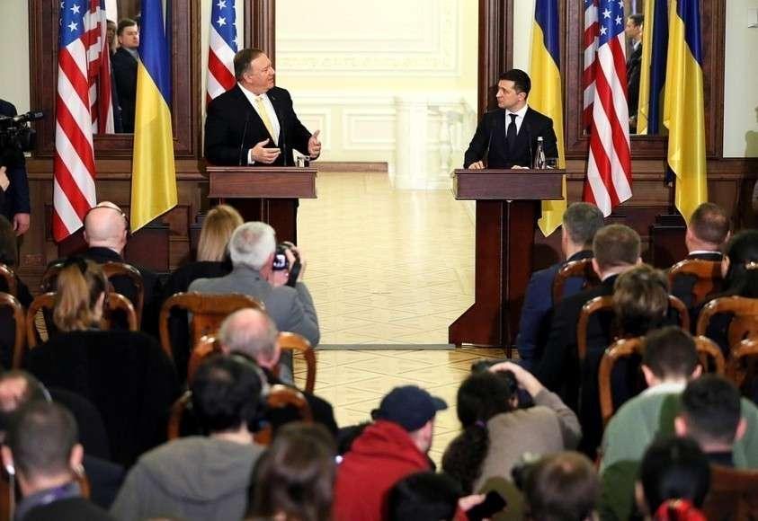 Майк Помпео и Владимир Зеленский на пресс-конференции в Киеве.