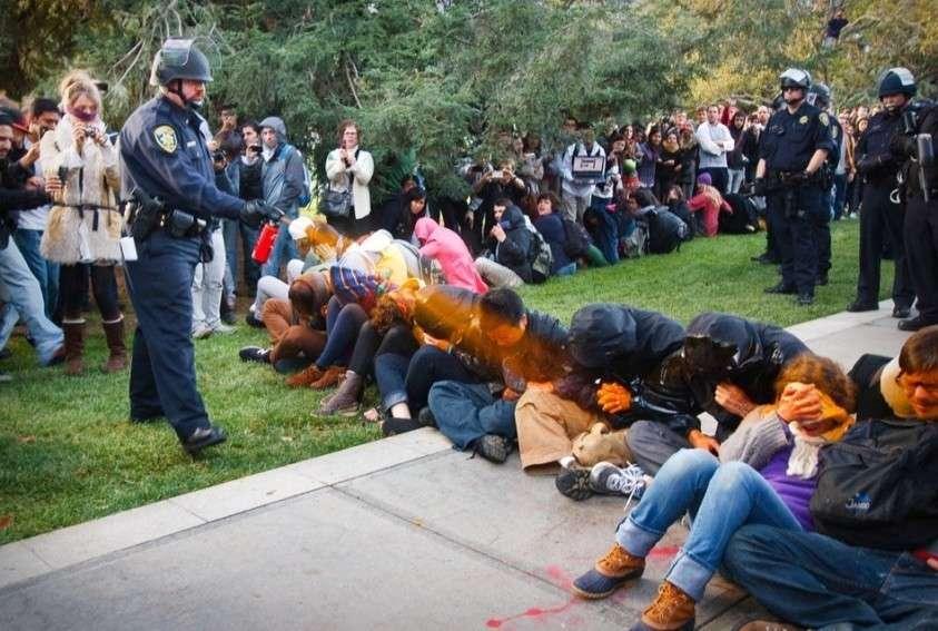 Что будет гражданину в США за несанкционированный митинг?