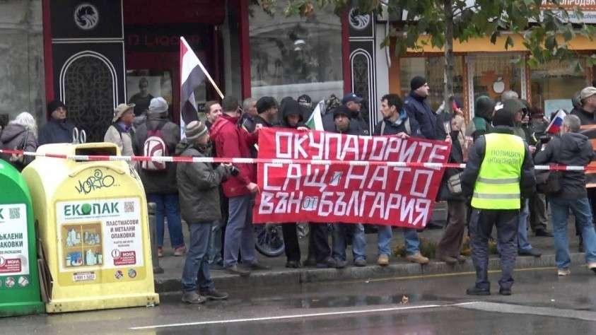 Болгары требуют выслать посла США за его вмешательство в дела страны