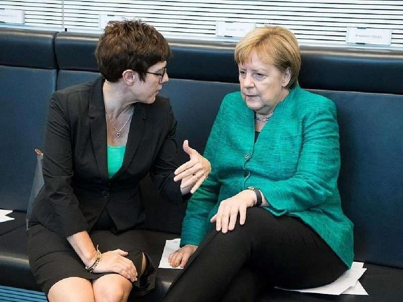 Русофобка Карренбауэр потеряла шанс стать канцлером Германии