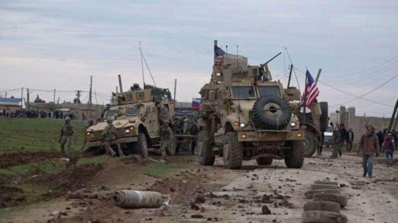 США в Сирии уже всех достали и их просят уйти. Пока по-хорошему