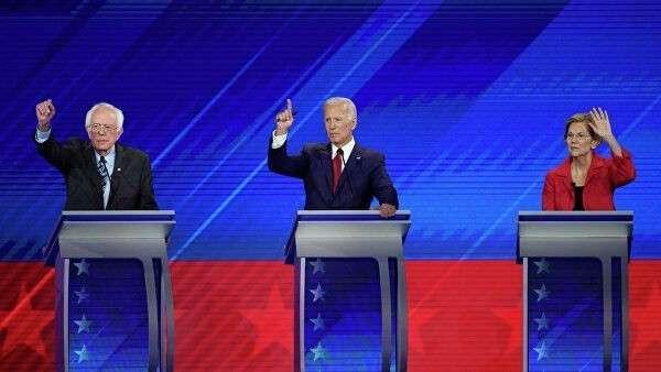 Кандидаты в президенты США Берни Сандерс, Джо Байден и Элизабет Уоррен во время дебатов