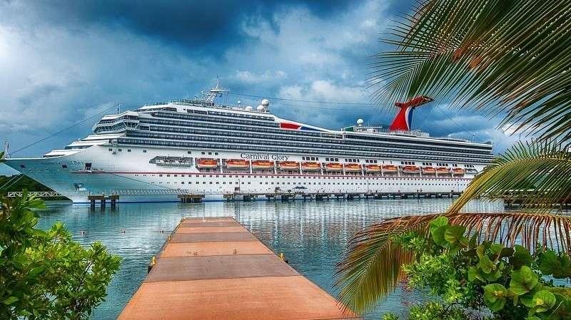 Туристы на зараженных коронавирусом лайнерах продолжают свой невеселый