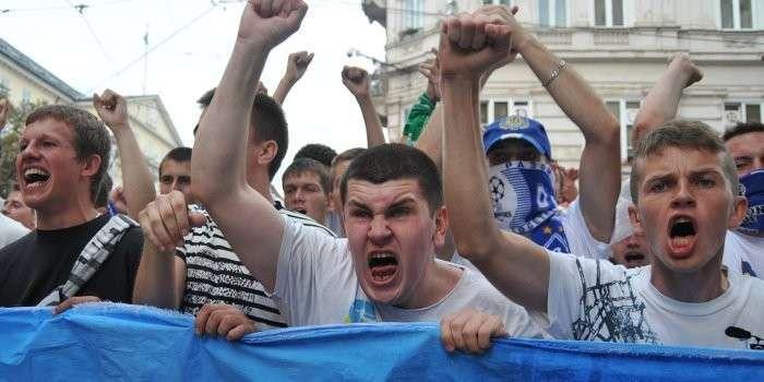 Уровень демократии на Украине уже сильно зашкаливает