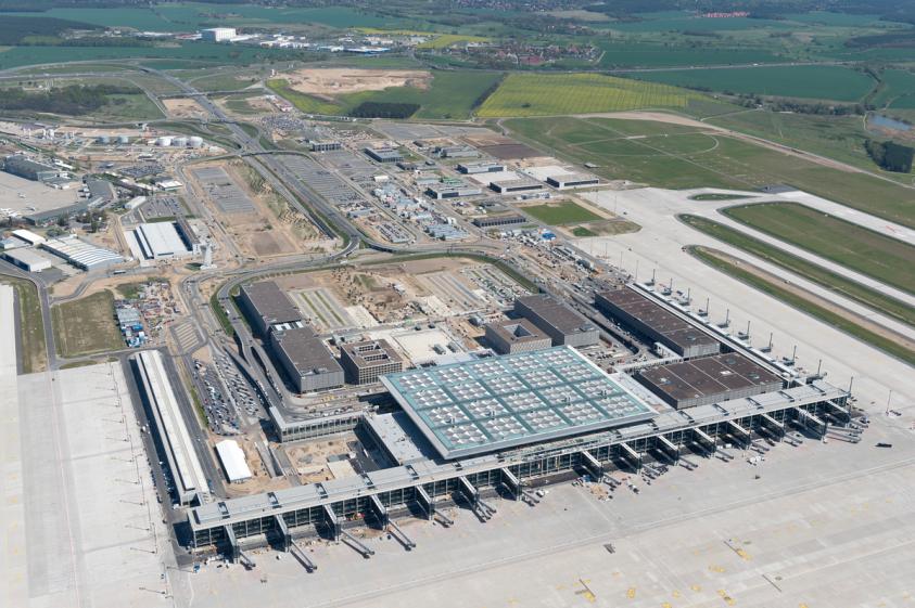 В Берлине коррупция и воровство уже 14 лет не позволяют достроить аэропорт