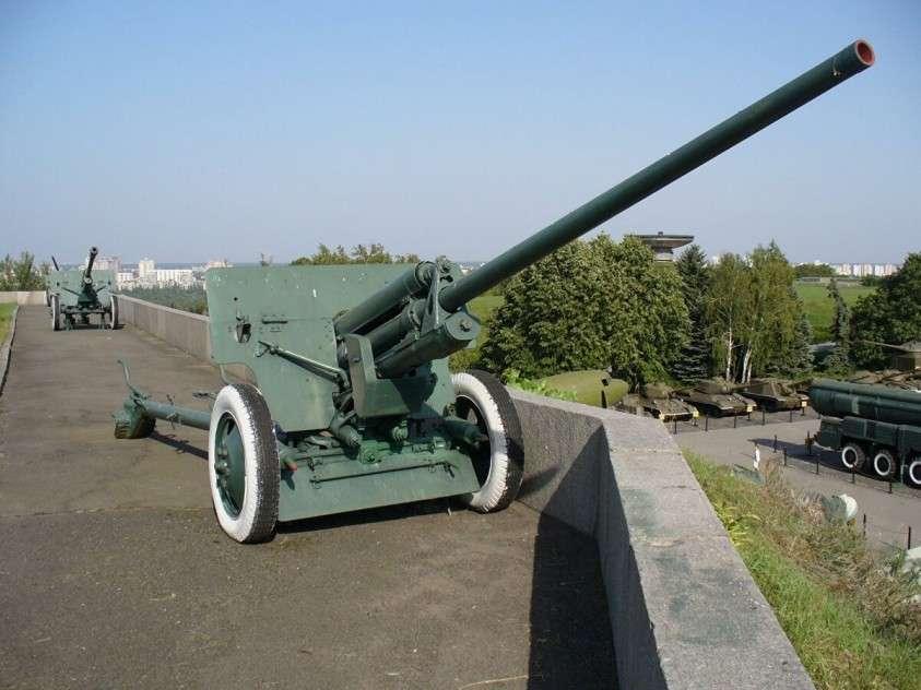 Российская бронетехника получит новую пушку АУ-220М «Байкал», которая «шьет броню, как бумагу»