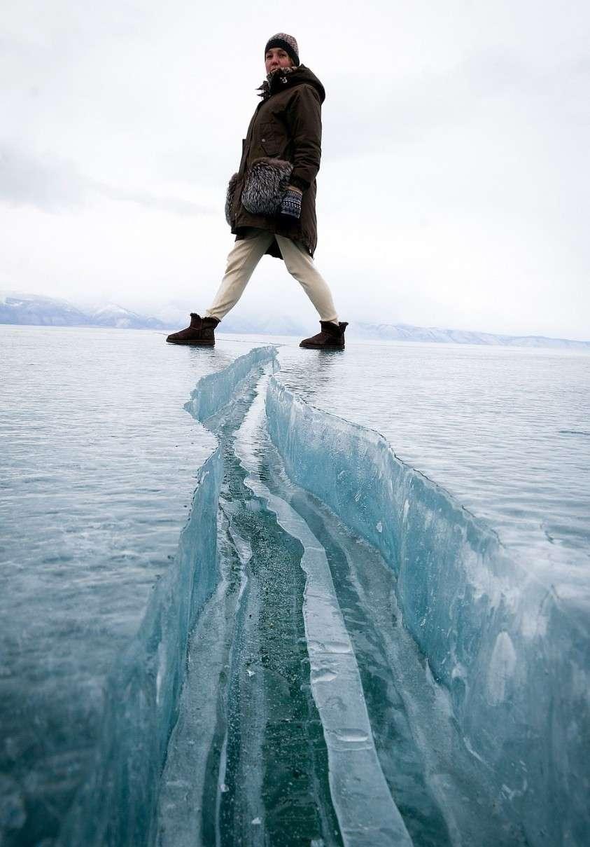 Дина Карпицкая на байкальском льду Фото: Юлия ПЫХАЛОВА