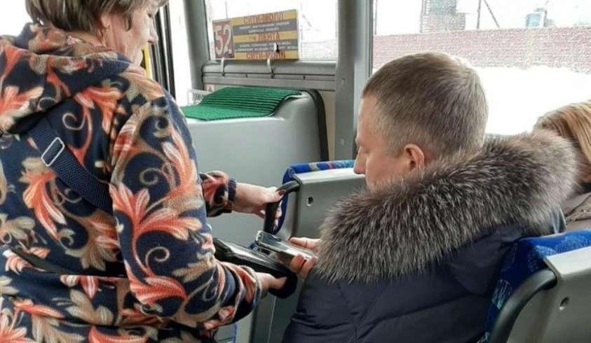 Мэр Сургута Вадим Шувалов заставил чиновников ездить на общественном транспорте