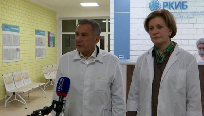 Глава Роспотребнадзора и глава Татарстана проведали россиян из зараженного коронавирусом корабля