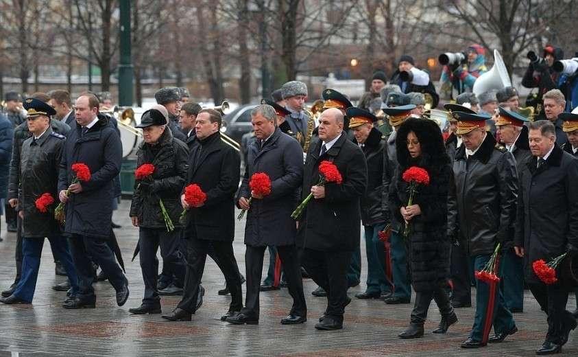 На церемонии возложения венка к Могиле Неизвестного Солдата.