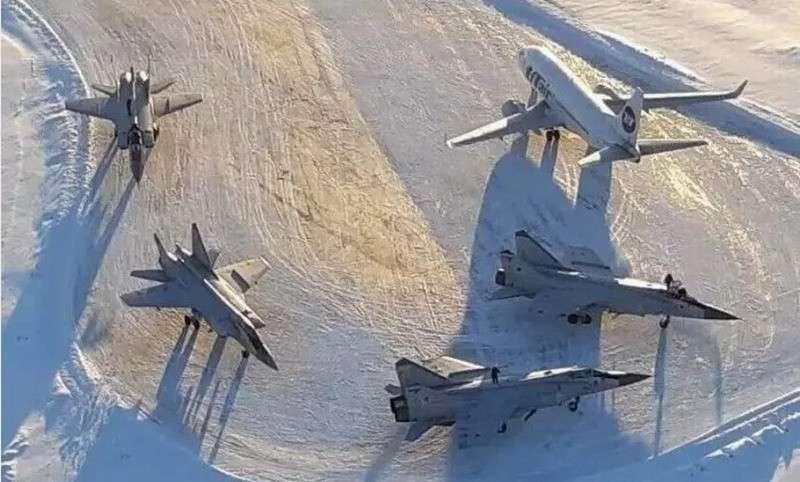 Профессионализм авиадиспетчера аэропорта Усинск спас звено Миг-31
