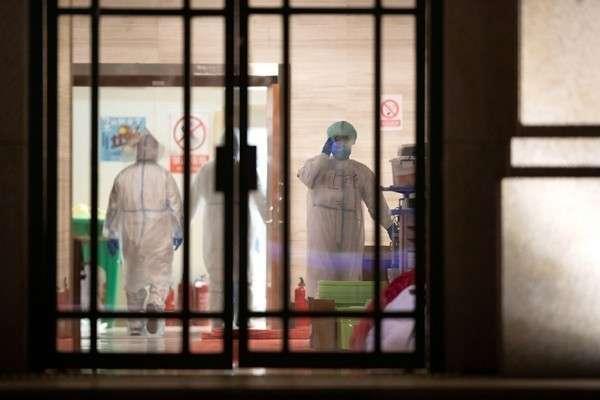В Китае в первой больнице Уханя для зараженных коронавирусом закончились пациенты
