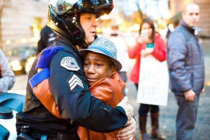Полицейские в США защищают простых граждан / Фото: aysnrylcnn.tumblr.com