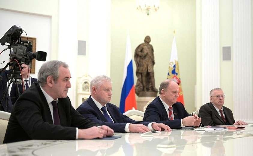 На встрече с руководителями фракций Государственной Думы.