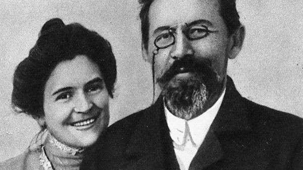 Писатель Антон Чехов и его жена актриса Ольга Леонардовна Книппер-Чехова в Ялте. 1901 год