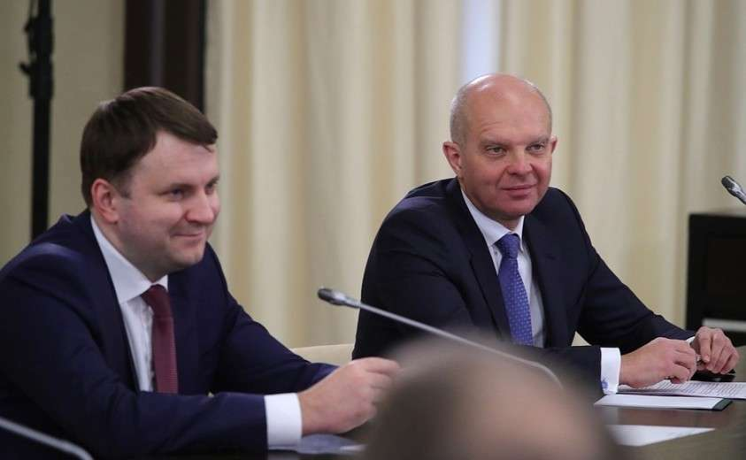 Помощник Президента Максим Орешкин и первый заместитель президента – председателя правления Банка ВТБ Юрий Соловьёв на встрече с инвесторами.