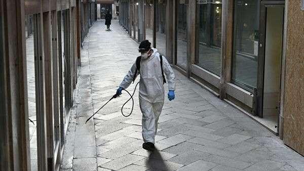Дезинфекционная обработка улиц в Венеции, Италия