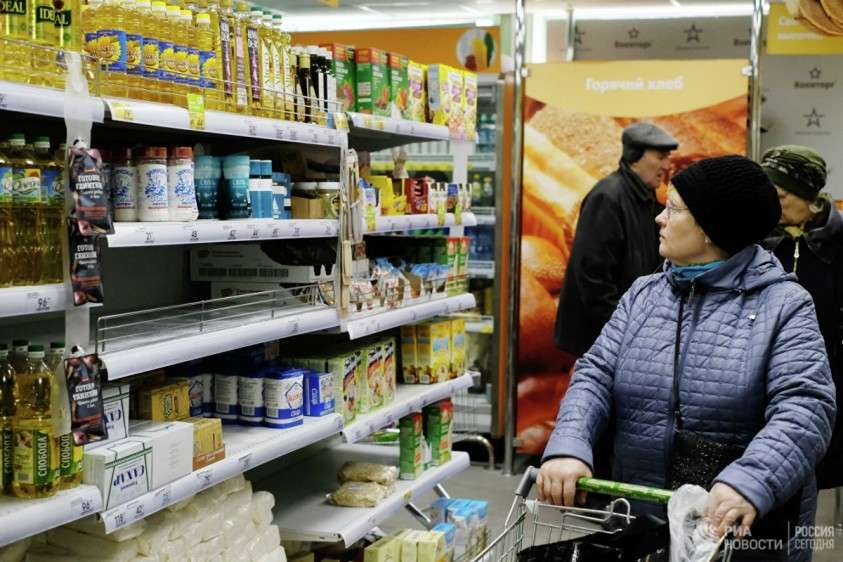 Россияне сметают с прилавков крупы и соль но туалетная бумага ещё есть