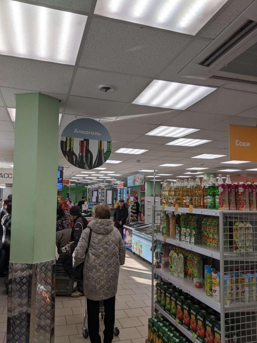 Интернет дюже запереживал за панику в Москве. Проверил. Так и есть. Магазины совсем пустые