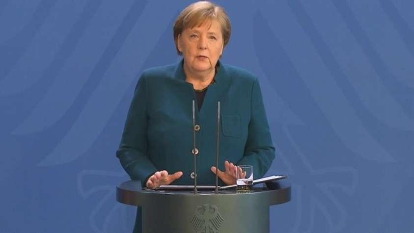 Меркель озвучила новые правила жизни в Германии: больше двух не собираться