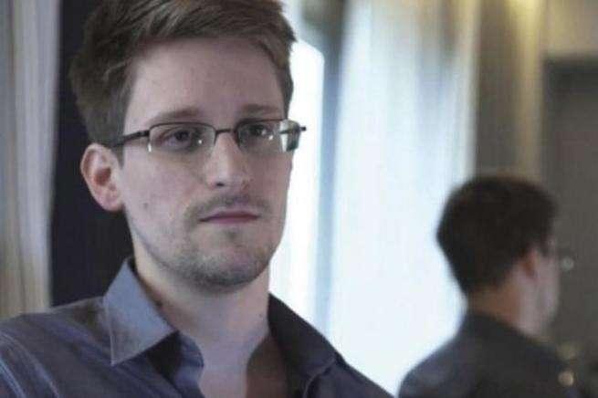 Эдвард Сноуден: Фейсбук лишь притворяется соцсетью, это развединструмент США