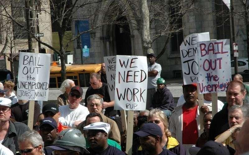 Этот поезд в огне: каждый третий американец может стать безработным