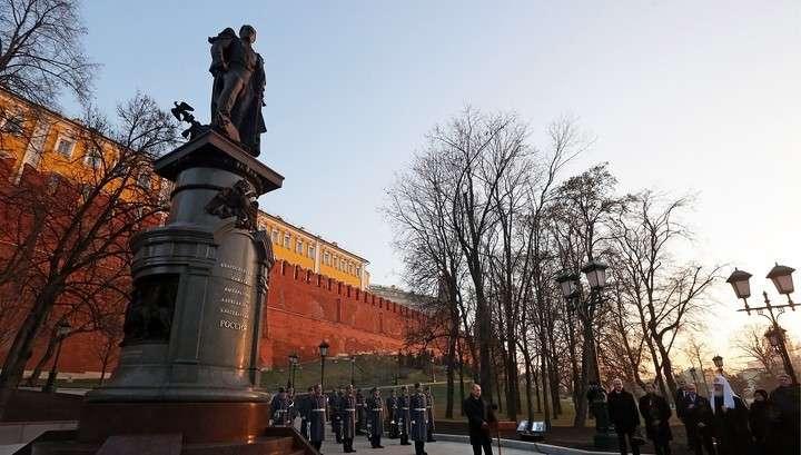 В Москве появился памятник Александру Первому