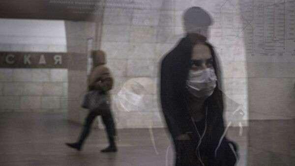 Пассажиры в Московском метрополитене