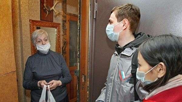 Волонтеры доставили пенсионерке продукты на дом в Барнауле