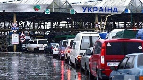Автомобили на международном пункте пропуска Краковец – Корчева (Украина – Польша) во Львовской области