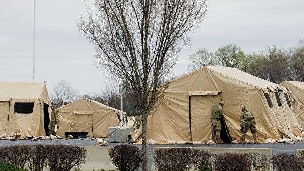 Национальная гвардия США устанавливает палатки для тестирования на коронавирус