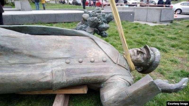 Под шумок коронавируса, чехи снесли памятник маршалу Коневу. «У него не было маски на лице...»