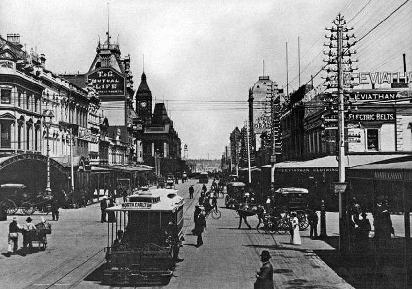 Попробуйте объяснить, как раньше трамваи ездили без проводов?