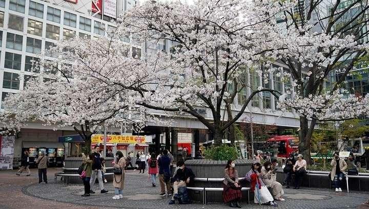 Премьер Японии вводит в стране режим ЧС в связи с коронавирусом