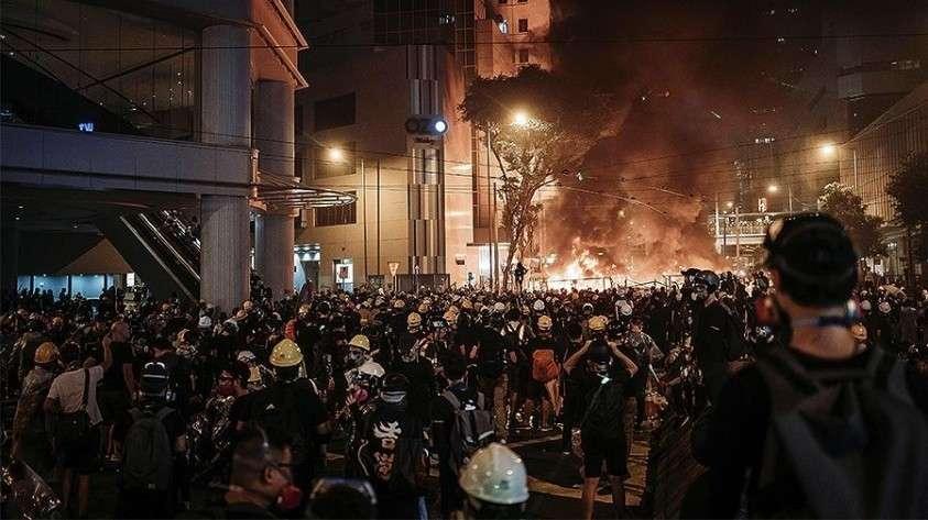 Названа сумма ущерба от погромов в Гонконге во время массовых беспорядков