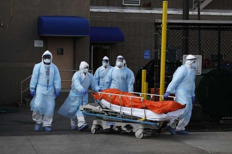 США: коронавирус выходит на пик смертности
