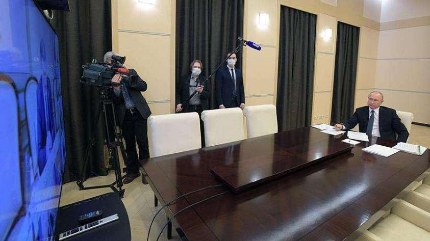 Президент РФ Владимир Путин проводит в режиме видеоконференции совещание с экспертами по вопросам развития ситуации с коронавирусной инфекцией и мерам по её профилактике