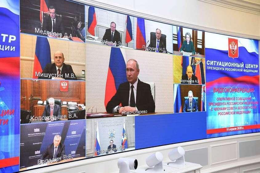 Владимир Путин поручил Сергею Шойгу подготовить армию к борьбе с эпидемией