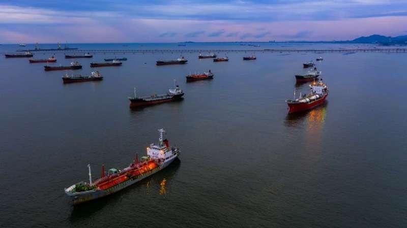 У побережья Калифорнии скопилось 20 млн баррелей нефти в танкерах