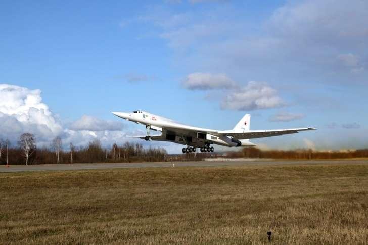 Минобороны России получило два стратегических ракетоносца Ту-160 после модернизации