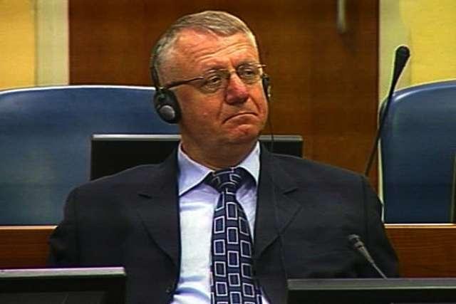 Воислав Шешель на судебном заседании Гаагского трибунала. 2009