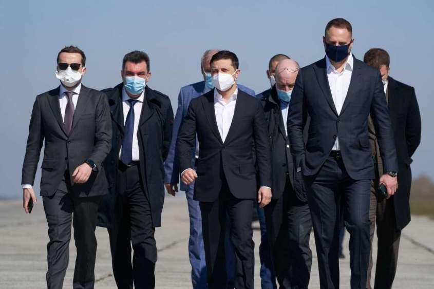 Скандальная посылка из Китая с почестями встречена Зеленским в роли Порошенко