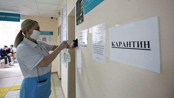 Сотрудница поликлиники