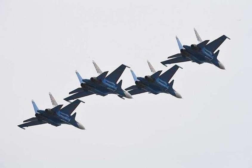 Какие самолеты примут участие в авиационном параде будет известно позже.