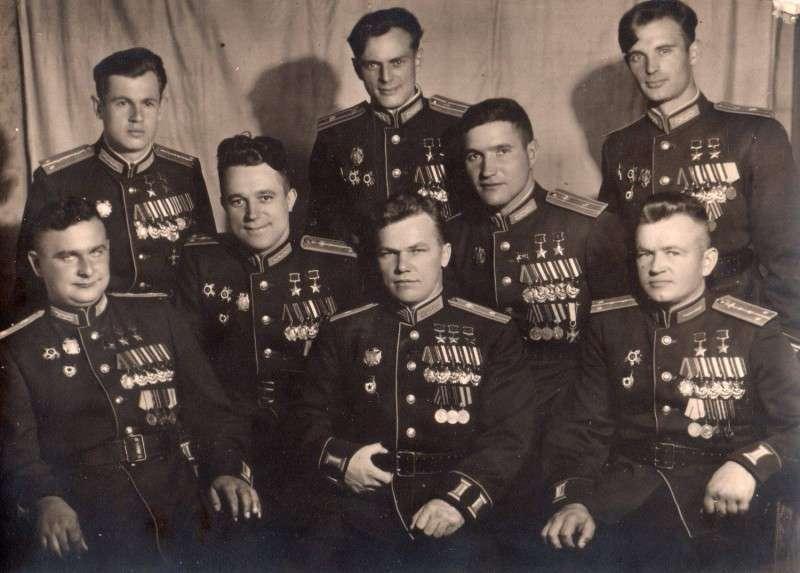 8 человек, которые уничтожили 20 полных немецких эскадрилий