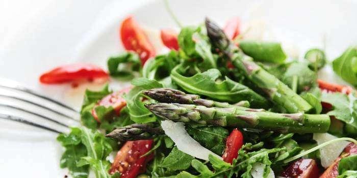 Так выглядит салат из настоящей спаржи. /Фото: assets.epicurious.com