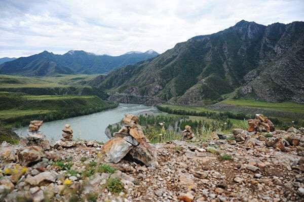 Урочище Ак-Узук в районе слияния рек Чуи и Катуни в Республике Алтай