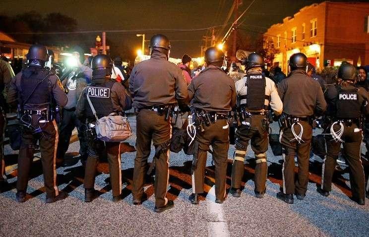 Число арестованных в американском Фергюсоне возросло до 61 человека